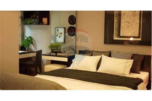 RE/MAX Executive Homes Agency's Cozy 1 Bedroom for Sale Tree Condo Ekamai 1