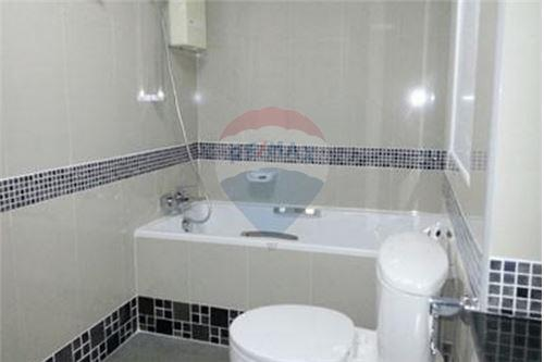 RE/MAX Executive Homes Agency's Spacious 2 Bedroom for Sale Supalai Place 5