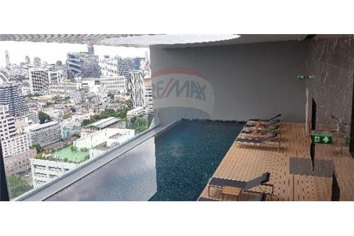 RE/MAX Executive Homes Agency's Nice 1 Bedroom for Rent Noble Revo Silom 5