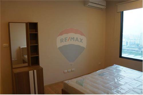 RE/MAX Executive Homes Agency's Spacious 1 Bedroom for Rent Villa Asoke 4