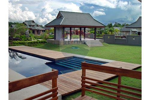 "RE/MAX Executive Homes Agency's ""Dok Bua"" 11.59 M in Baan Melanie plot G-7 25"