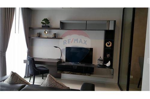 RE/MAX Properties Agency's 1 bed high floor for rent 50,000 Baht!!! 5