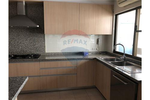 RE/MAX Properties Agency's FOR RENT Penthouse Asoke area 4BED 2