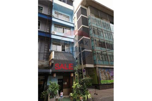 RE/MAX Executive Homes Agency's Shophouse for sale Sukhumvit 20 1