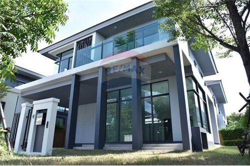 RE/MAX Executive Homes Agency's Nice 4 Bedroom for Sale Setthasiri Pattanakarn 7