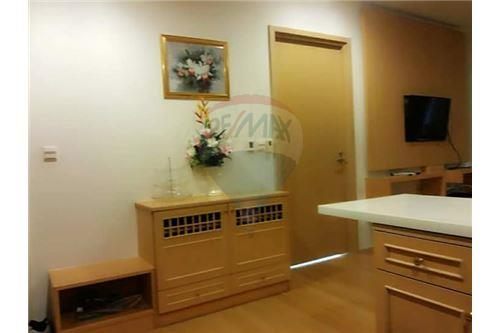 RE/MAX Executive Homes Agency's Spacious 1 Bedroom for Rent Siri @ Sukhumvit 5