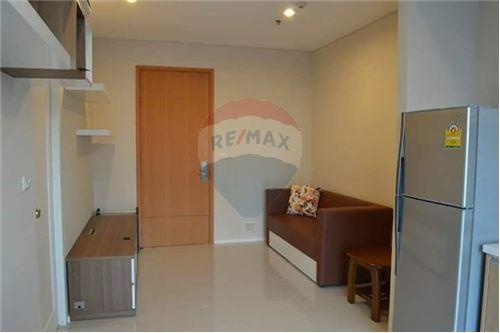 RE/MAX Executive Homes Agency's Spacious 1 Bedroom for Rent Villa Asoke 5