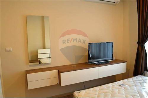 RE/MAX Executive Homes Agency's Spacious 1 Bedroom for Rent Villa Asoke 2