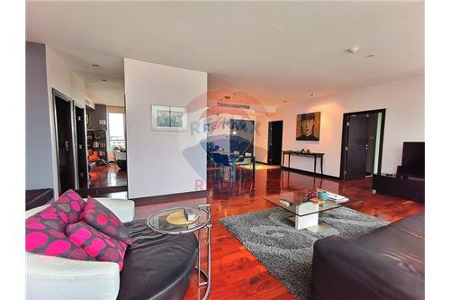 RE/MAX Properties Agency's For Sale Wilshire Condominium 2 Bedroom 11