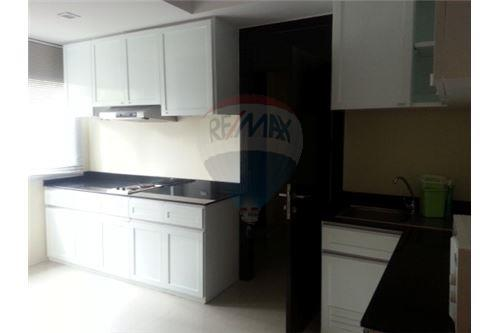 RE/MAX Executive Homes Agency's Lowrise Apartment for rent  2+1br in sukhumvit 8