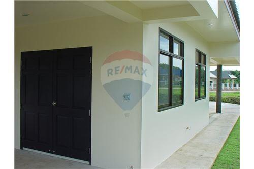 "RE/MAX Executive Homes Agency's ""Dok Bua"" 11.59 M in Baan Melanie plot G-7 18"