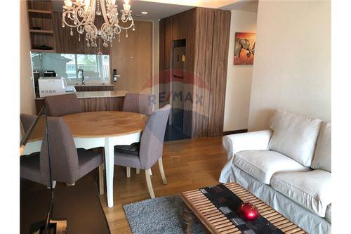 RE/MAX Executive Homes Agency's Lovely 2 Bedroom for Sale Via 31 9