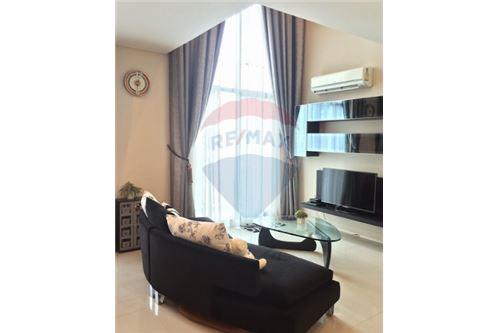 RE/MAX Executive Homes Agency's Spacious 1 Bedroom for Sale Villa Asoke 2