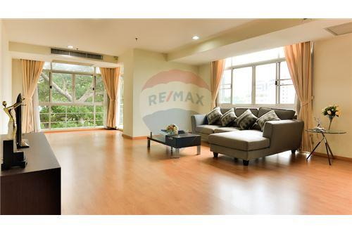 RE/MAX Executive Homes Agency's Spacious 1 Bedroom for Rent Capital 30/1 1