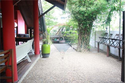 RE/MAX Executive Homes Agency's Thai houses compound in prime area for Sale 15