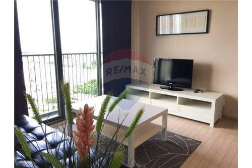 RE/MAX Executive Homes Agency's Spacious 1 Bedroom for Rent Noble Solo 1
