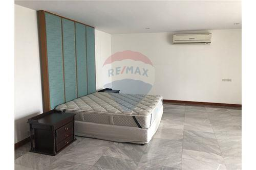RE/MAX Properties Agency's FOR RENT Penthouse Asoke area 4BED 7