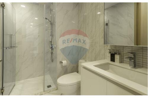 RE/MAX Executive Homes Agency's Lovely 1 Bedroom for Sale Hyde 11 3