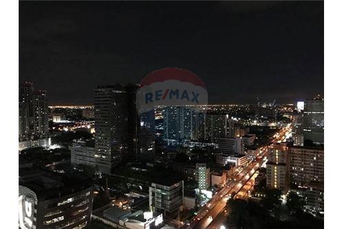 RE/MAX Executive Homes Agency's Condolette Midst for sale/rent (MRT Phra Ram9) 2