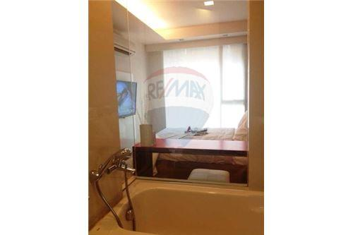 RE/MAX Executive Homes Agency's Spacious 1 Bedroom for Rent Via 31 5