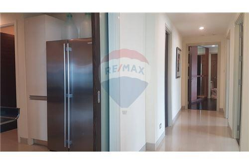 RE/MAX Executive Homes Agency's The Watermark Chao Phraya Condo sale/rent 16