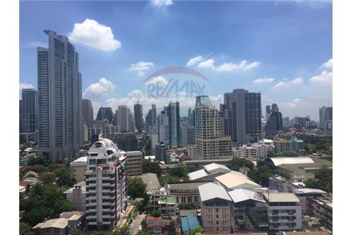 RE/MAX Properties Agency's Condo for Rent at Aguston Sukhumvit 22 4