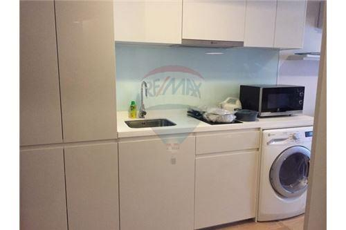 RE/MAX Executive Homes Agency's Nice 1 Bedroom for Sale Liv @ 49 7