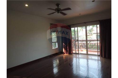 RE/MAX Executive Homes Agency's Thai Style 4 Bedroom House for Rent BTS Ekamai 2