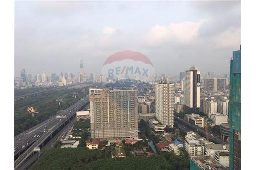 RE/MAX Properties Agency's Brand new 1 Bedroom for rent Rhythm Asoke 11