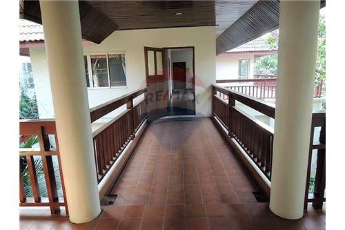 RE/MAX Executive Homes Agency's Thai Style 4 Bedroom House for Rent BTS Ekamai 8