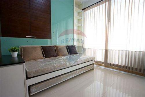 RE/MAX Executive Homes Agency's Spacious 1 Bedroom for Rent Supalai Premier Place 4