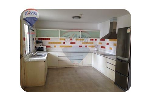 RE/MAX Properties Agency's FOR RENT  REGENT ON THE PARK 1  3BED 250SQM 8
