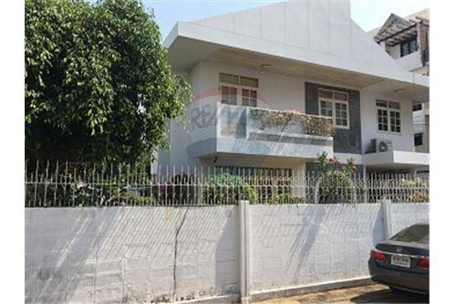 RE/MAX Executive Homes Agency's 2 storey house  for Sale at Soi Yenarkard 2