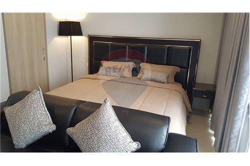RE/MAX Properties Agency's 1 bed high floor for rent 50,000 Baht!!! 4