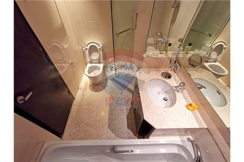 RE/MAX Properties Agency's For Sale Wilshire Condominium 2 Bedroom 14