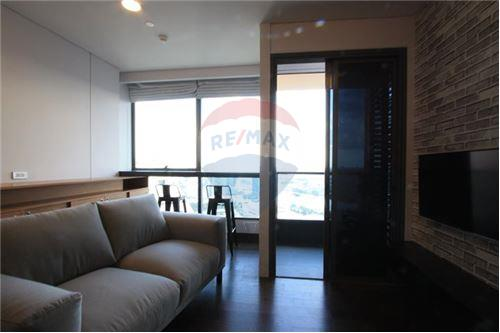 RE/MAX Properties Agency's Beautiful 1bedroom The Lumpini 24 4
