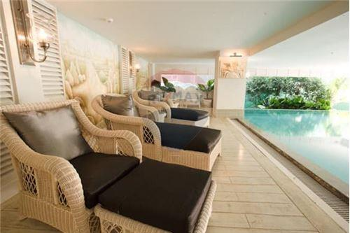 RE/MAX Properties Agency's 2 Beds for sale only 9,800,000!!! 2