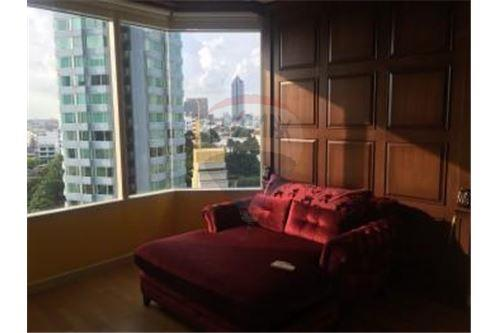 RE/MAX Executive Homes Agency's Spacious 3 Bedroom for Rent Watermark Chaophraya 1