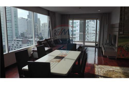 RE/MAX Executive Homes Agency's Wilshier Condominium Located on Sukhumvit 22 5