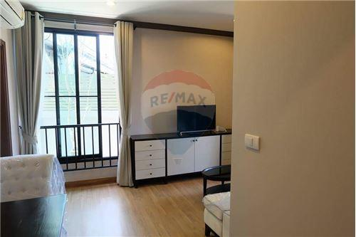 RE/MAX Executive Homes Agency's Nice 1 Bedroom for Sale The Reserve Kasemsan 3 6
