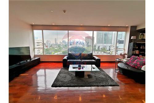 RE/MAX Properties Agency's For Sale Wilshire Condominium 2 Bedroom 4