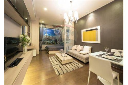 RE/MAX Executive Homes Agency's Q Asoke for sale 2 bedroom 60 sqm, 2