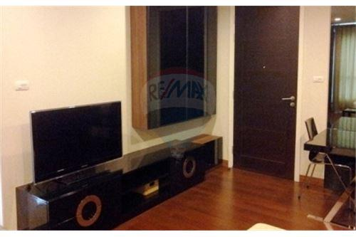 RE/MAX Executive Homes Agency's Nice Studio type Bedroom for Rent Ivy Thonglor 4