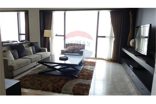 RE/MAX Properties Agency's RENT The Met 3BED 194.18SQM. 3