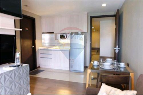 RE/MAX Executive Homes Agency's Nice 1 Bedroom for Sale with Tenant Tidy Thonglor 3