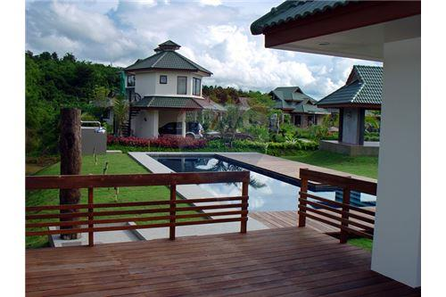 "RE/MAX Executive Homes Agency's ""Dok Bua"" 11.59 M in Baan Melanie plot G-7 9"