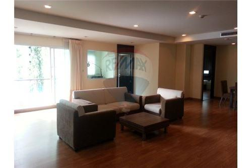RE/MAX Executive Homes Agency's Lowrise Apartment for rent  2+1br in sukhumvit 1