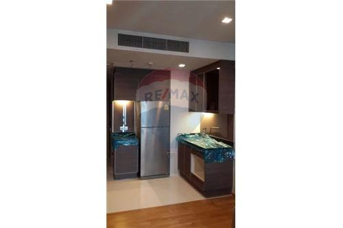 RE/MAX Executive Homes Agency's Spacious 1 Bedroom for Sale with Tenant Keyne 5