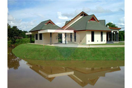 "RE/MAX Executive Homes Agency's ""Dok Bua"" 11.59 M in Baan Melanie plot G-7 2"