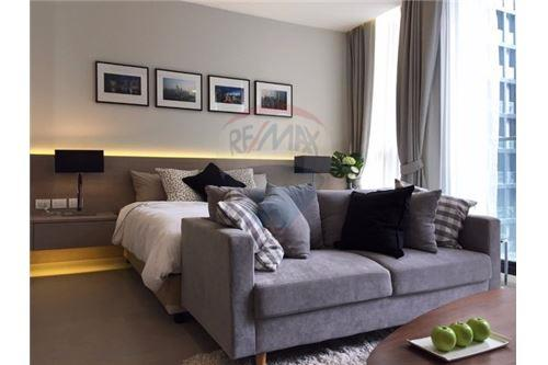 RE/MAX Executive Homes Agency's Stunning 1 Bedroom for Rent Noble Phloenchit 2